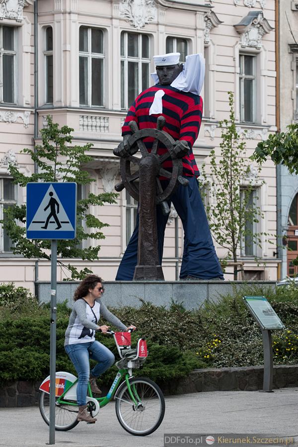 Ubrany Pomnik Marynarza-Sternika :: 02