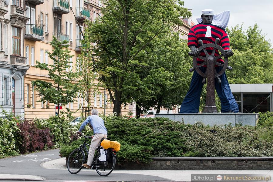 Ubrany Pomnik Marynarza-Sternika :: 03