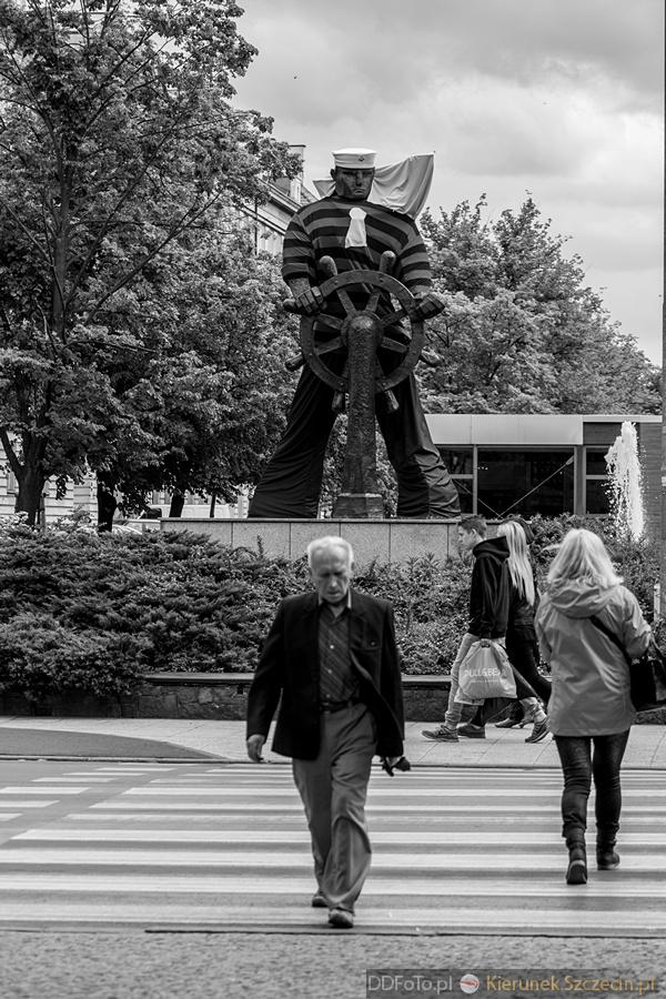 Ubrany Pomnik Marynarza-Sternika :: 04
