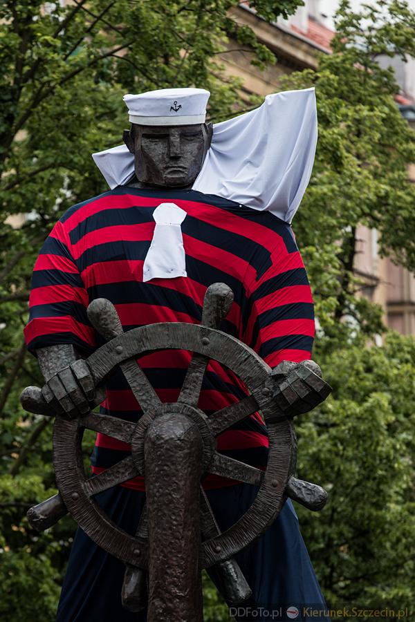 Ubrany Pomnik Marynarza-Sternika :: 09