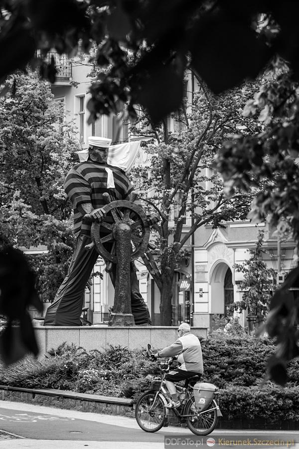 Ubrany Pomnik Marynarza-Sternika :: 13