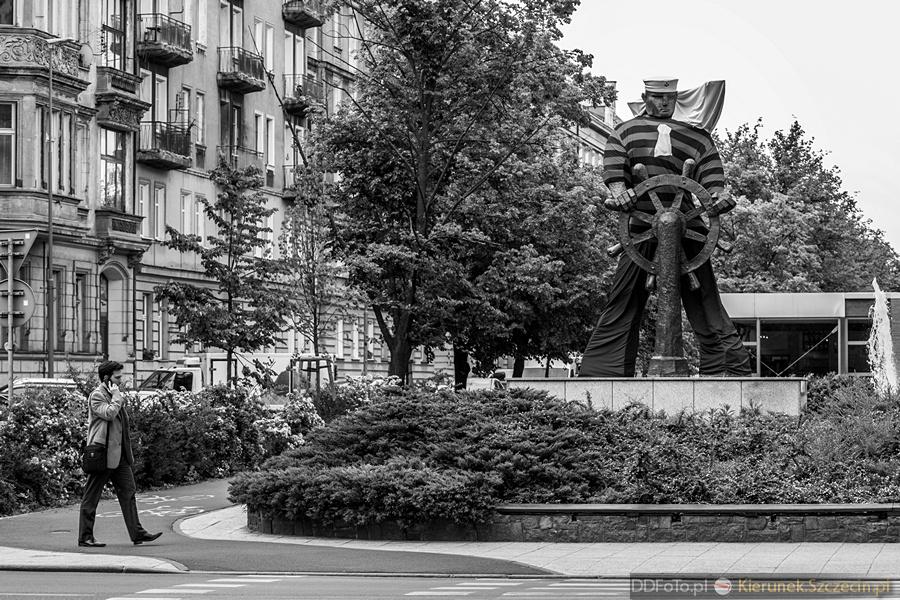 Ubrany Pomnik Marynarza-Sternika :: 15