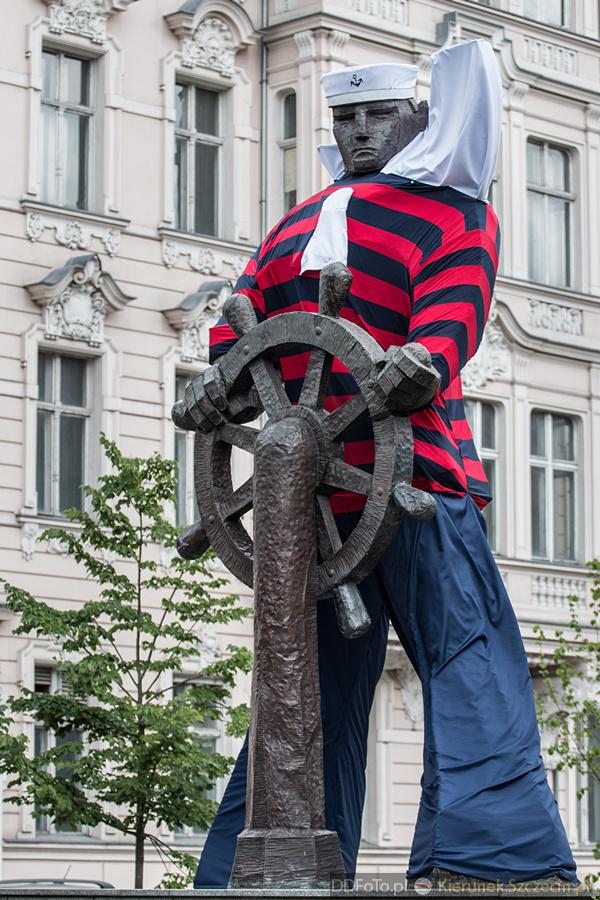Ubrany Pomnik Marynarza-Sternika :: 16