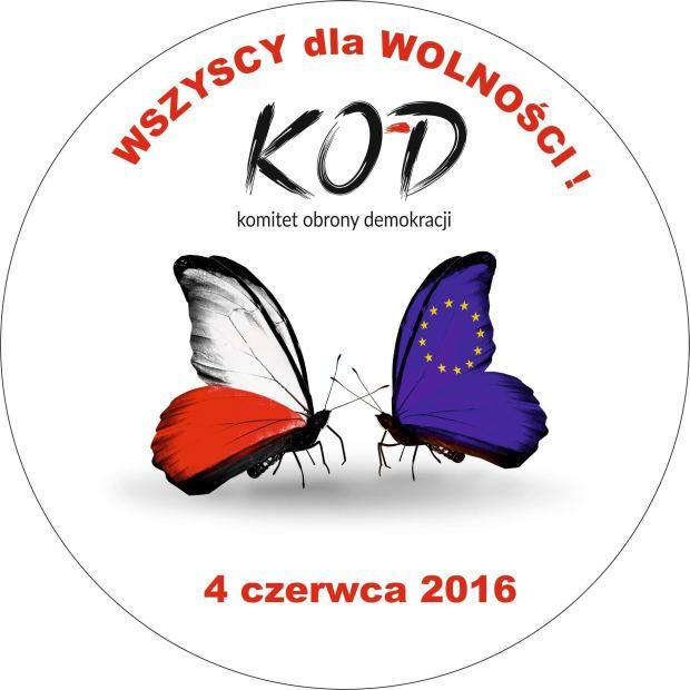"""ARCHIWUM. Szczecin. Wydarzenia. 04.06.2016. KOD – przemarsz ulicami Szczecina. """"Wszyscy dla wolności"""""""