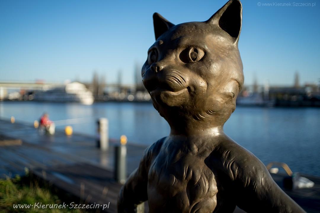 Szczecin. Pomniki. Rzeźby. Rzeźba kota Umbriagi @ Aleja żeglarzy / bulwary szczecińskie