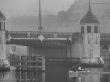 22 grudnia 2019, Szczecin na co dzień, Most Długi, w tle budynek Izby Administracji Skarbowej w Szczecinie
