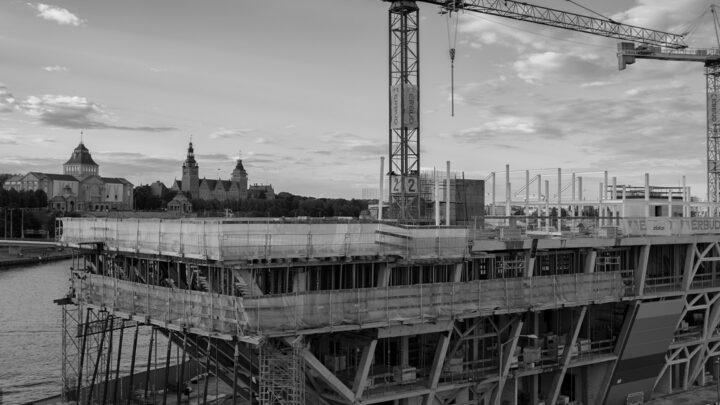 Fotografia. Szczecin na co dzień 23.08.2020. Morskie Centrum Nauki w Szczecinie, kadr z budowy
