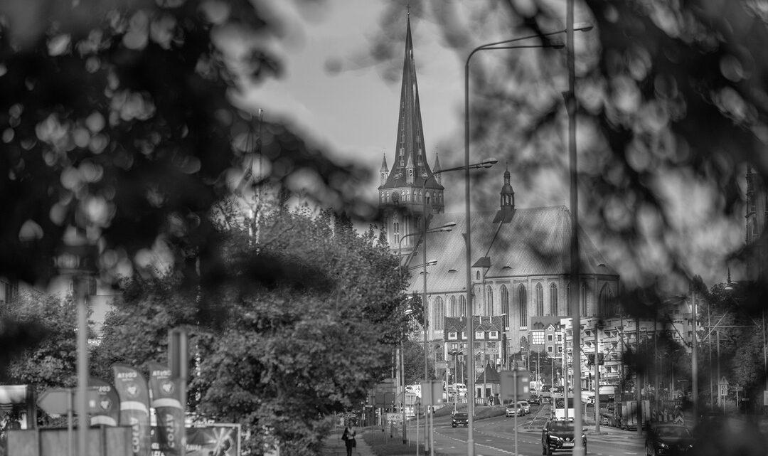 Fotografia. Szczecin na co dzień 30.09.2020. Katedra w Szczecinie, czyli Bazylika Archikatedralna pw. św. Jakuba Apostoła