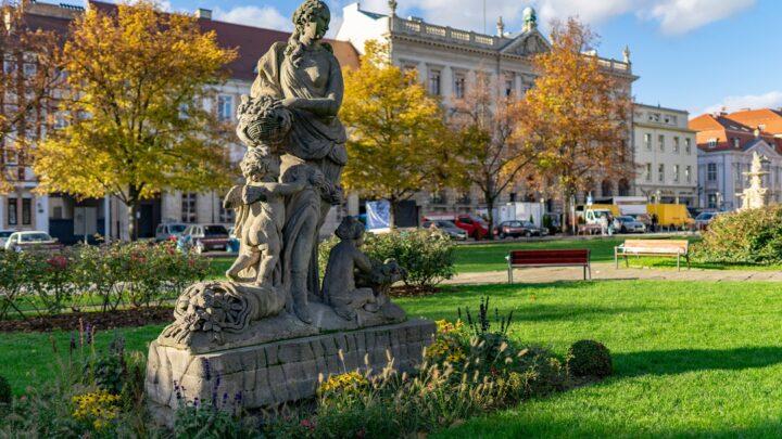 Szczecin. Pomniki. Rzeźby. Pomnik – Posąg Flory @ Plac Orła Białego