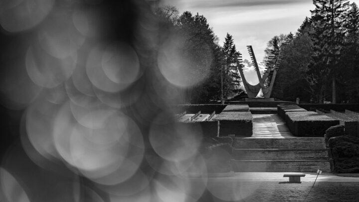 Fotografia. Szczecin na co dzień 14.04.2021. Pomnik Braterstwa Broni na Cmentarzu Centralnym w Szczecinie